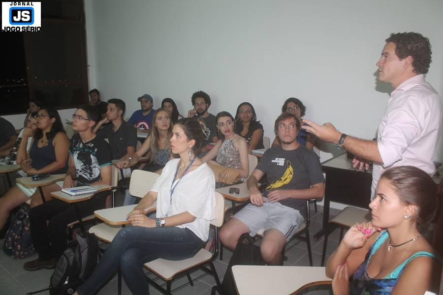 Publicitário Rogério Faria, da Visualize, ministra palestra no Unifeg sobre marketing político
