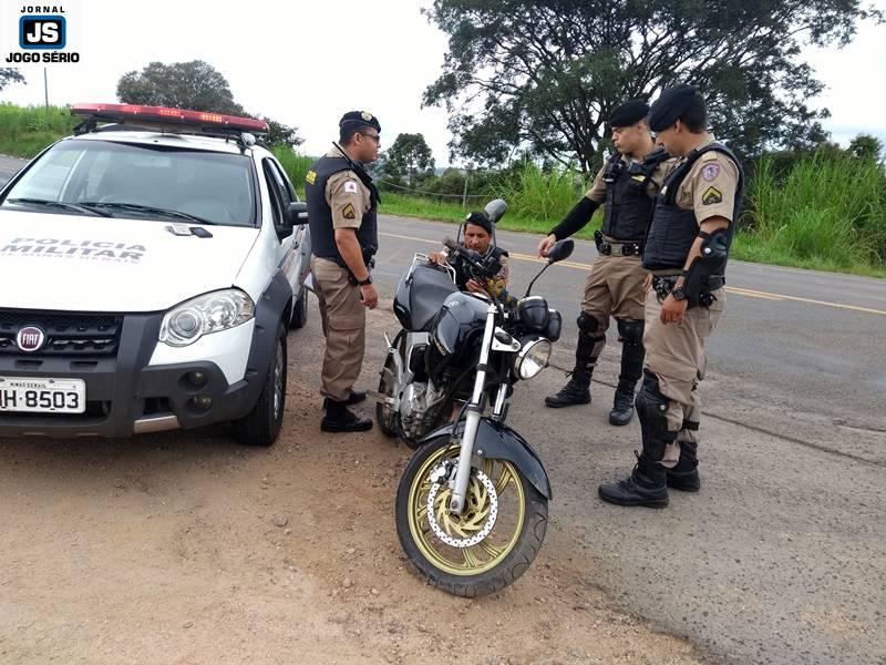 PM captura dupla de moto após intensa fuga