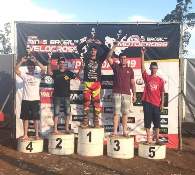 Aluno da Physical Form domina prova regional de motocross