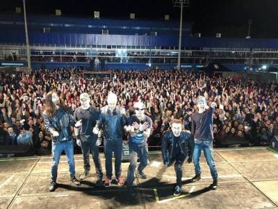 Capital Inicial e milhares de fãs celebram o rock no Guaxupé Country Club